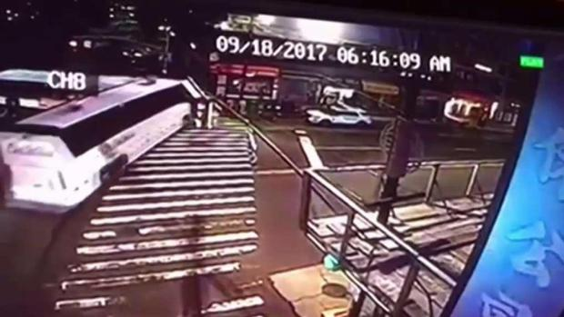 [NY] 3 Killed When Tour Bus Runs Light, Barrels into MTA Bus