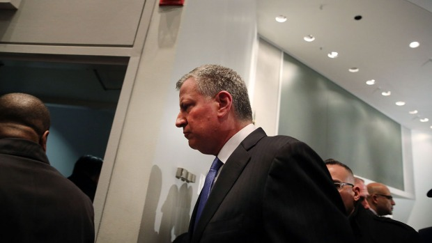 [NATL-NY] Some Officers Turn Their Backs on Mayor at Hospital