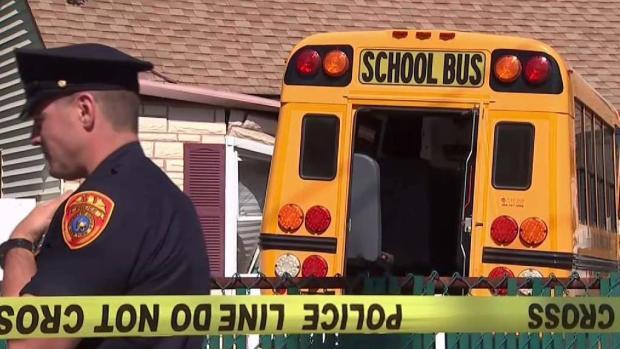[NY ONLY SPEC] 5 Kids Hurt as School Bus Careens Into NY House