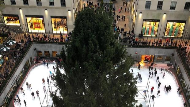 [NY] 72-Foot Tree Arrives at Rockefeller Center