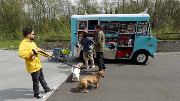 [NATL] Food Truck Caters to Dogs in Seattle