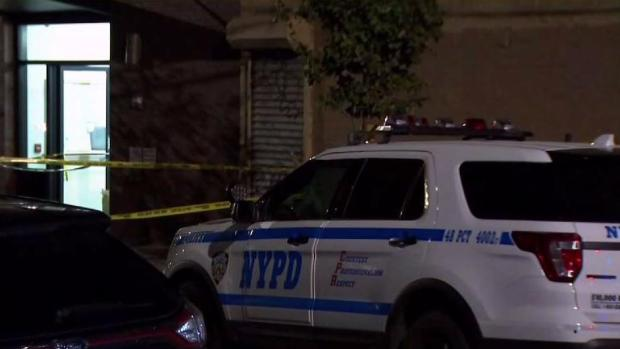 [NY] Cops Shoot Suspect After Two Security Guards Were Stabbed