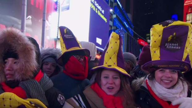 [NY] Crowd of 1 Million to Ring in New Year in Times Square