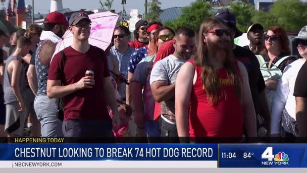 [NY] Crowds Flock to See Nathan's Hot Dog Eating Contest