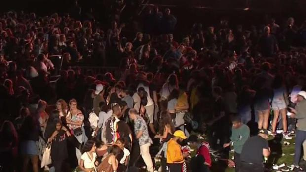 [NY] Falling Barrier Causes Panic at Global Citizen Festival