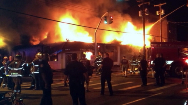 [NY] RAW VIDEO: Fire Rips Through Long Island Businesses