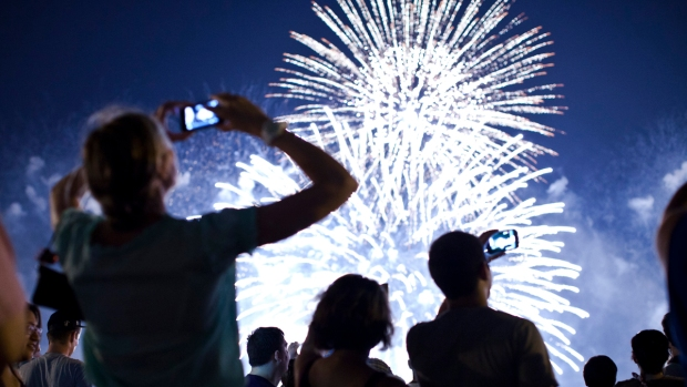 PHOTOS: Fireworks Light up NYC Sky in Country's Biggest 4th of July Show