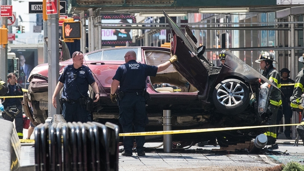 [NY] 1 Killed, 22 Hurt in Times Square Crash