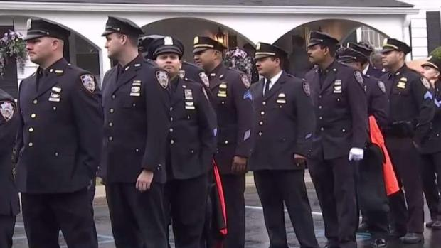 [NY] Huge Crowds Pay Respects to NYPD Officer Killed