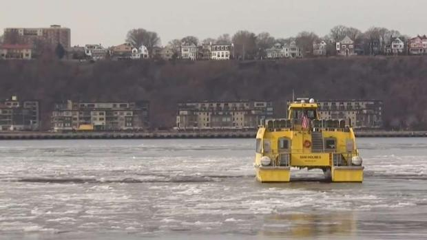 [NY] Icy Hudson River Still Drawing Tourists Eager to Ride