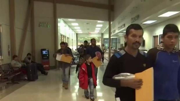 [NY] Mayor de Blasio Visits NYC Center Housing Migrant Kids