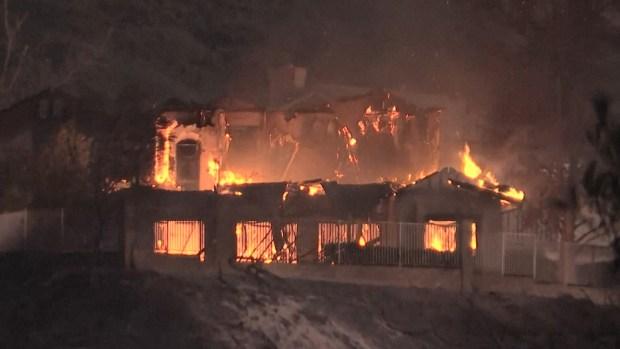 [NATL] Kincade Fire Destroys Nearly 2 Dozen Homes, Burns 21,900Acres