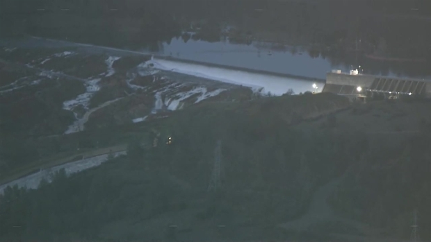 [NATL-BAY] RAW: Water Rushes From Two Spillways at Oroville Dam