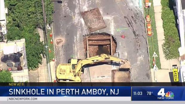 [NY] Massive Sinkhole Swallows New Jersey Street