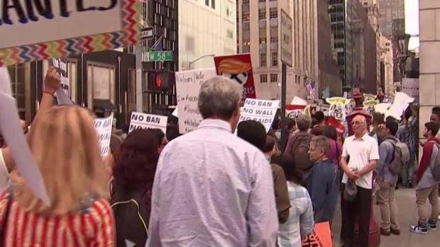 More Than a Thousand DACA Protesters March to Trump Tower