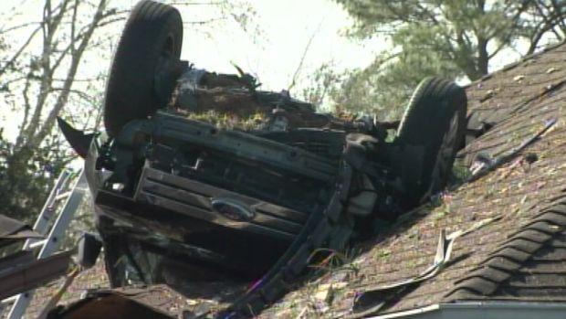 [NEWSC] Incredible Crash: SUV Lands On House