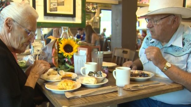 Couple Completes Quest to Dine at Every Cracker Barrel in US