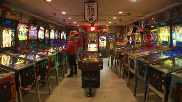 [NATL-DFW] Man Expands Home for a Pinball Machine Paradise