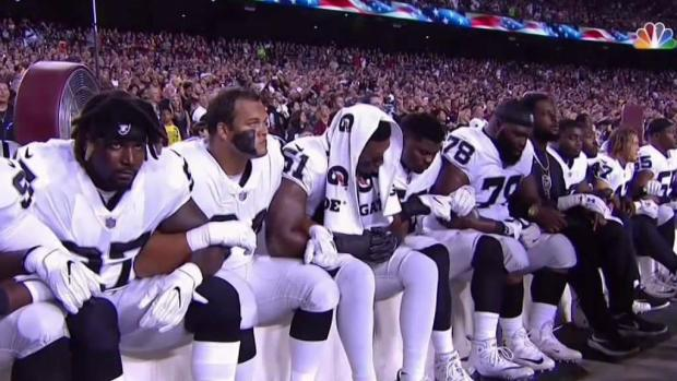 [NY] NFL Players Link Arms After Trump's Comments