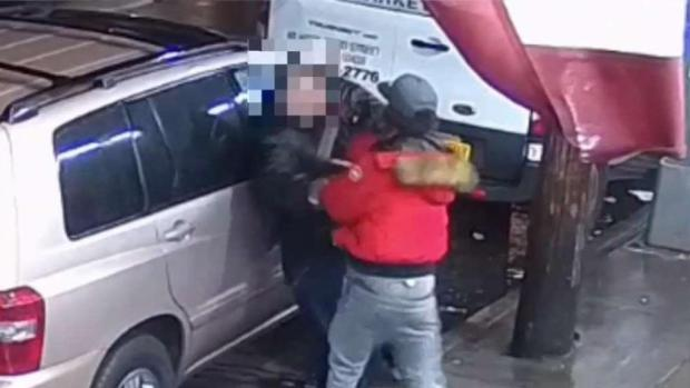 [NY] NYPD Looks for Man Who Pummeled Victim