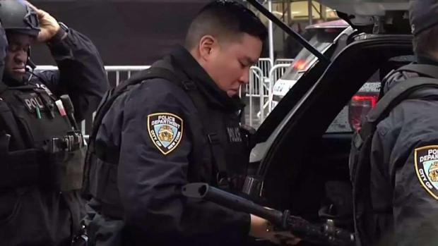 [NY] NYPD Preps for New Year Ball Drop in Times Square