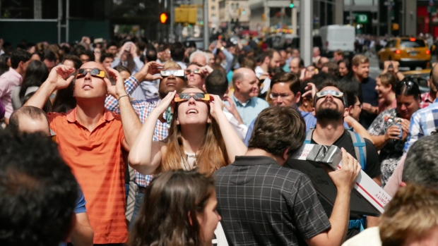 PHOTOS: New Yorkers Stop in Streets to Glimpse the Eclipse