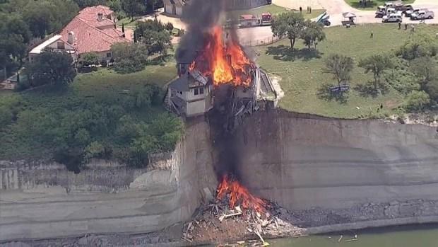 [DFW] Lake Whitney Timelapse: House Burns to the Ground
