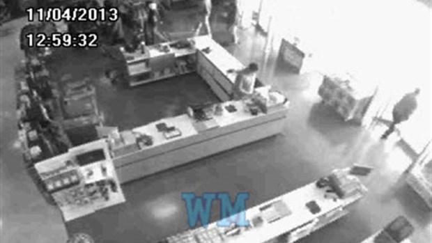 [CHI] RAW: Surveillance Footage of Flsah Mob Robbers in Burbank Store