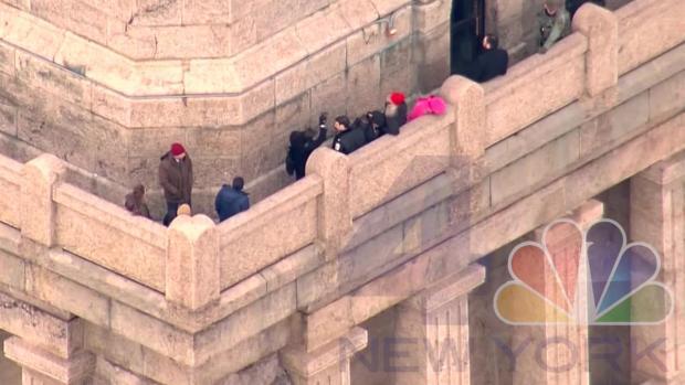 [NY] Judge Visits Statue of Liberty to Assess Climb