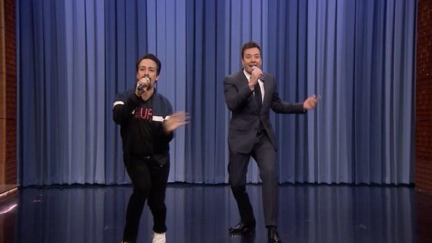 [NATL] 'Tonight': Jimmy Fallon and Lin-Manuel Miranda Sing Holiday Parodies