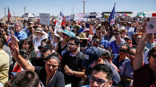 [NATL] Protestors Pressure Trump Administration to Reunite Migrant Children With Their Families