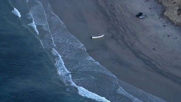 [DGO] Panga Boat Discovered Along Torrey Pines State Beach