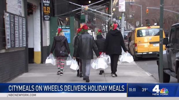 [NY] Volunteers Deliver Holiday Meals Throughout NYC