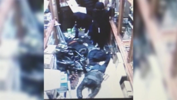[NY] Surveillance Video: Robbers Steal $45,000 in Liquor from NYC Store