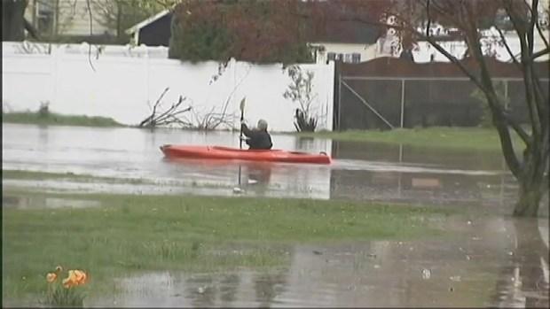 [NY] Cars, Homes Submerged in NJ After Heavy Rain