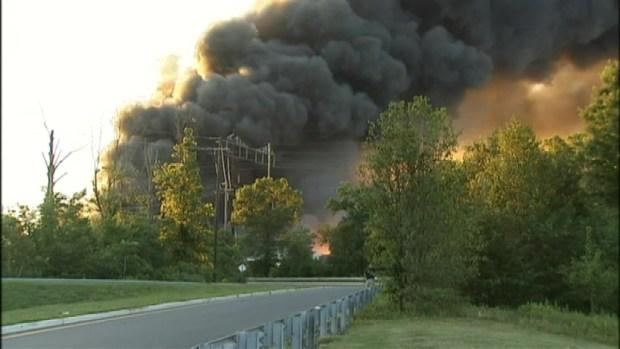 [NY] WATCH: Massive Blaze Burns in New Jersey