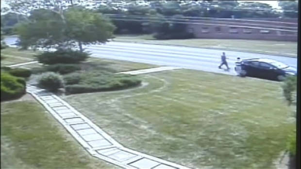 [NY] Surveillance Shows Van Drive Off With Money ATM Workers Forgot on Lawn