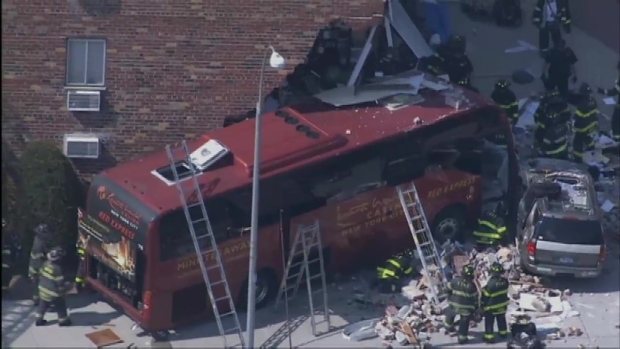 [NY] Queens Neighborhood Jolted after Bus Crashes into Building