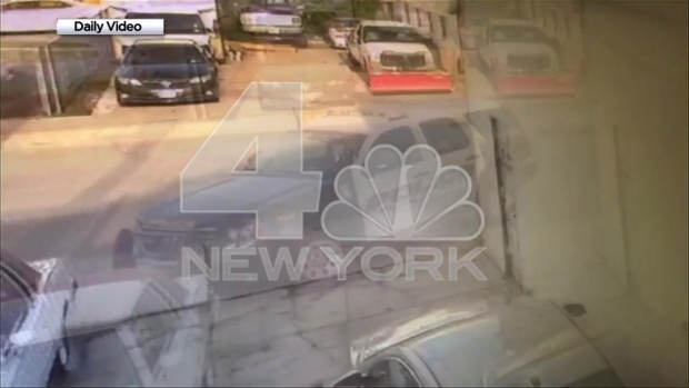 [NY] Exclusive Video Shows Knifepoint Robbery Bandit Chase