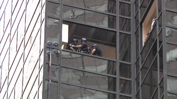[NY] NYPD ESU in Aftermath of Trump Tower Climber Grab