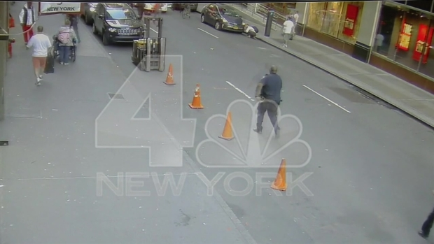 [NY] Exclusive: Chaos Near Penn Station as Cleaver-Wielding Suspect Runs from Cops, Gets Shot
