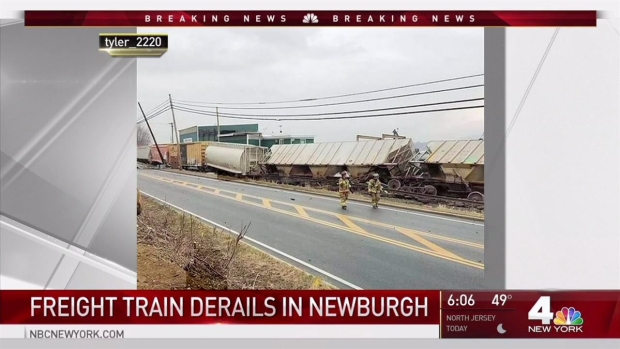 [NY] CSX Train with Hazardous Materials Derails in Newburgh, Leaking Fuel from Locomotive