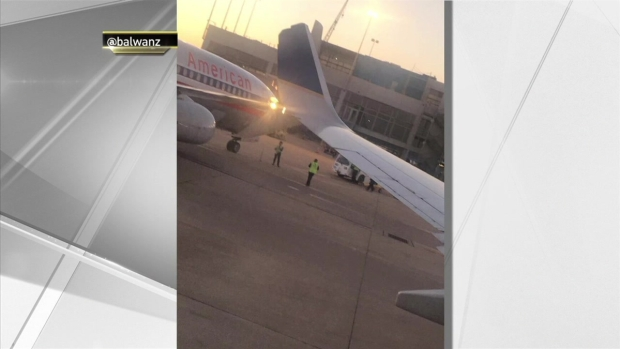 [NY] United Flight Clips American Airlines Plane out of JFK