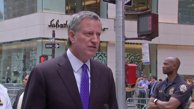 NYC Mayor Gives Update on Officer Dragged