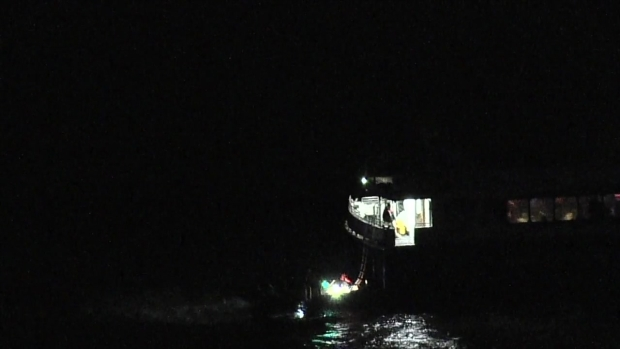 [NY] Crews Rescue People Stuck on Ferry That Ran Aground in Queens