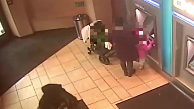 [NY] Robber Snatches Cash from 4-Year-Old Girl at Manhattan Bank