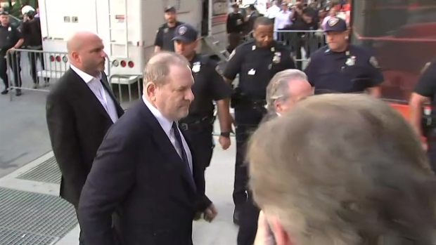 [NY] Harvey Weinstein Ignores Reporters As He Arrives at Court