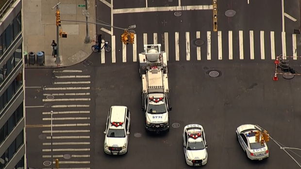 [NY] Chopper 4 Tracks NYPD Bomb Containment Truck Along Empty West Side Highway