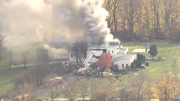 [NY] Raw Video: Huge Fire Burns at NJ Mansion