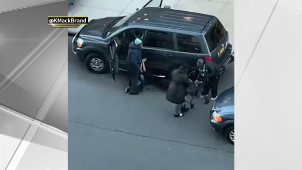 [NY] WATCH: Mom Thwarts Man Trying to Steal Car